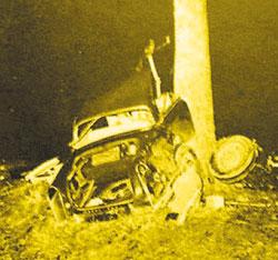 Un'immagine dell'auto semidistrutta su cui viaggiava Camus il giorno della morte
