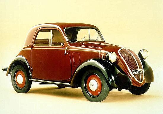 UN ALTRO MITO CHE RISORGE? Dopo aver fatto rinascere la 500, la Fiat potrebbe rifare la Topolino (nella foto un modello del 1938), un'altra