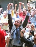 Peppino Buzzanca (Pdl) festeggia la vittoria a sindaco (Enrico Di Giacomo)