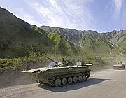 Veicoli militari russi si dirigono verso Tskhinvali (Reuters)