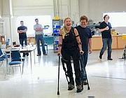 Una paziente prova le e-Legs