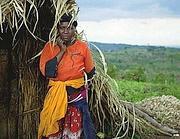 Janet Kamigisha, 34 anni, sfrattata da Mubende, vive in una capanna (foto Oxfam)