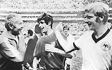 Rivera esce dal campo dopo la vittoria sui tedeschi