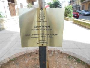 La targa in memoria di Loveth(3)
