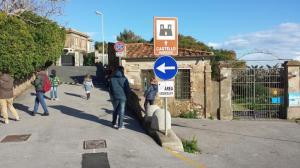 turisti sconsolati tornano in dietro