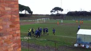 L'esultanza dei giocatori del Piombino al 3-1 di Catalano (foto Atl. Piombino)