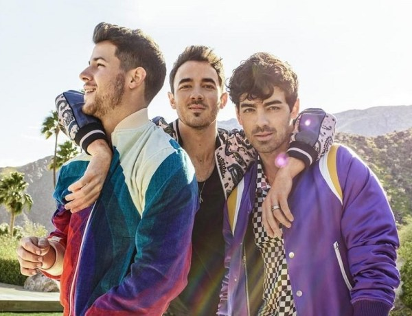 "Jonas Brothers in radio con ""What A Man Gotta Do"""