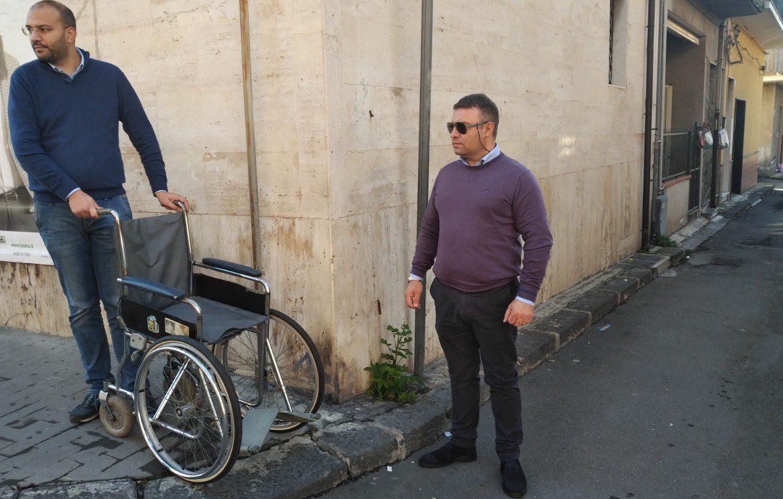 """Biancavilla, sindaco con la carrozzina per capire difficoltà dei disabili: """"Siamo molto indietro"""""""