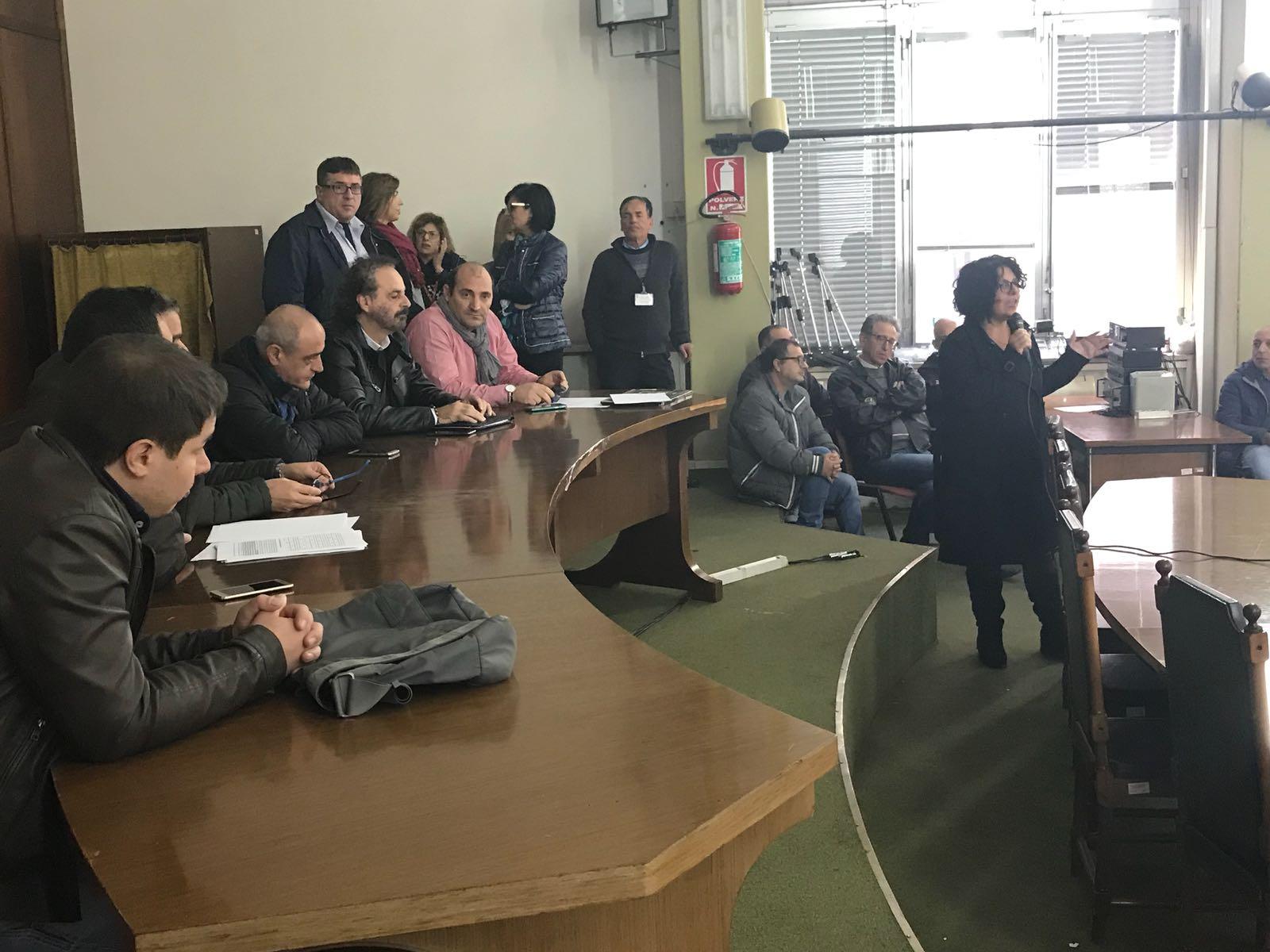 Adrano, precari arrabbiati per stabilizzazione che non parte: martedì 20 incontrano il sindaco
