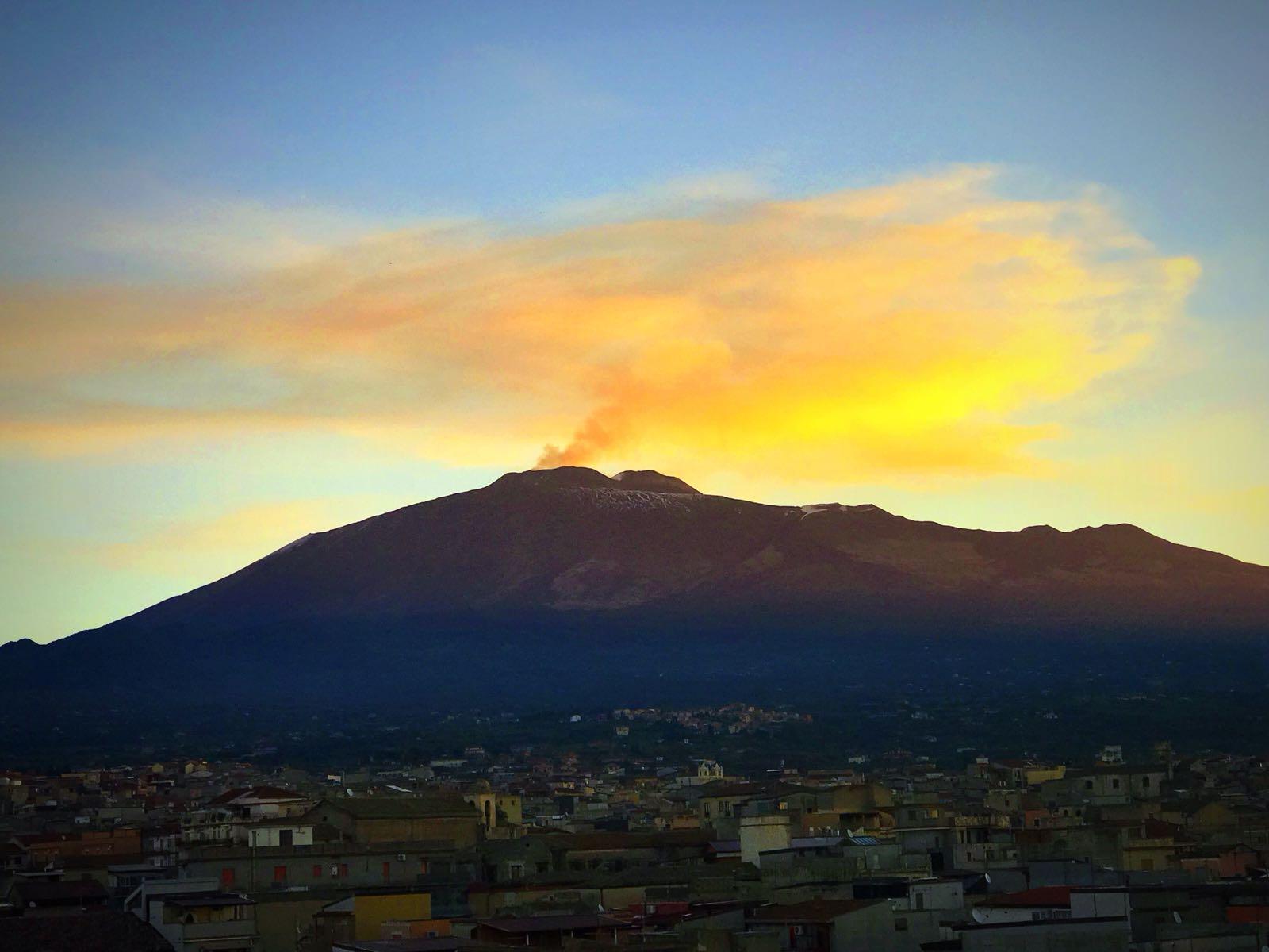"""L'Etna dà spettacolo grazie al """"cielito lindo"""". Privitera (Ingv): """"Il quadro non è mutato"""" (VIDEO)"""