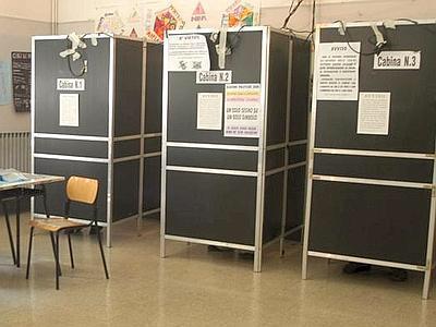 Paternò, rubate parti di alluminio delle cabine elettorali: in deposito di viale Kennedy