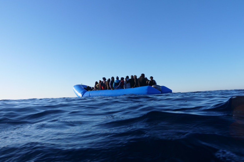 Migranti, si rovescia barcone al largo di Lampedusa: morti e dispersi