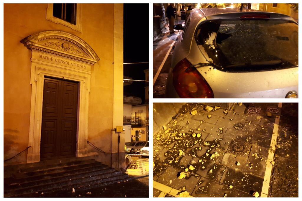 Misterbianco, cade fulmine sulla chiesa di Santa Lucia: colpita auto, occupanti non feriti