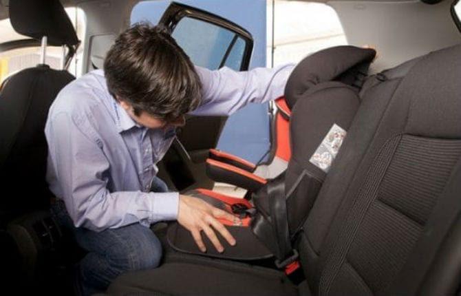Sicurezza stradale, è legge l'obbligo del seggiolino in auto: dispositivi per bimbi con meno di 4 anni