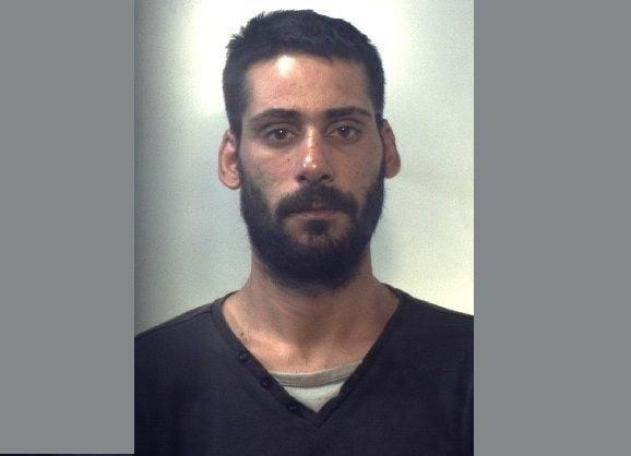 Catania, evade dai domiciliari e si nasconde tra i rovi: arrestato di nuovo