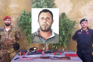 Caltagirone: in un casolare di c.da Piano Fiore nascondeva armi, esplosivo e droga. Arrestato 43enne
