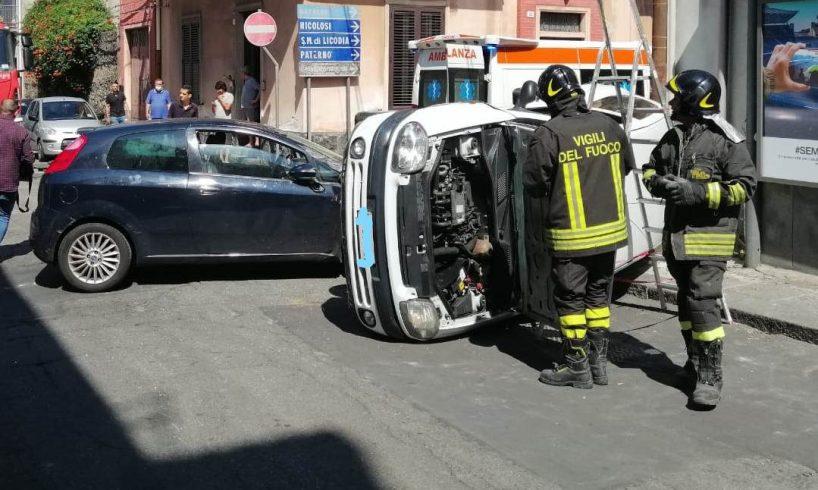 Belpasso, scontro tra due auto: 4 feriti non gravi