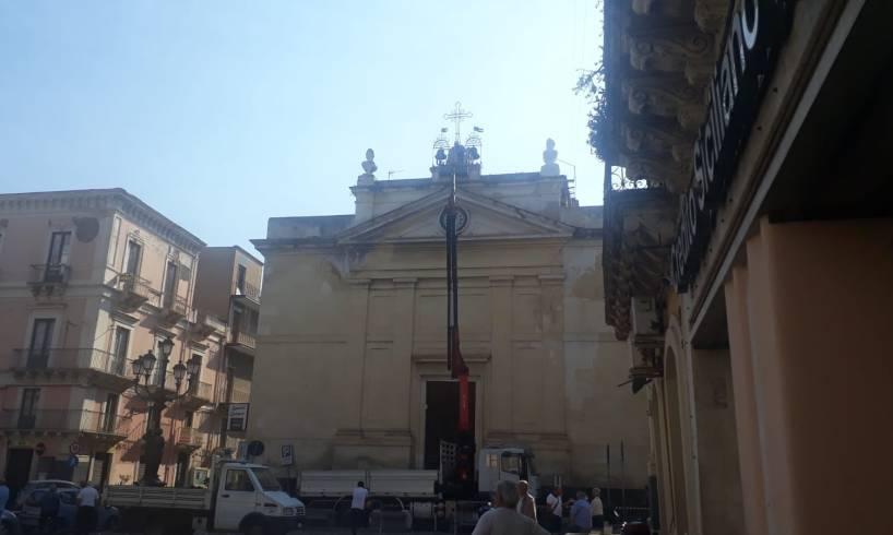 Paternò, via ai lavori urgenti di sistemazione del campanile della Chiesa del Rosario: traffico sospeso per via Roma