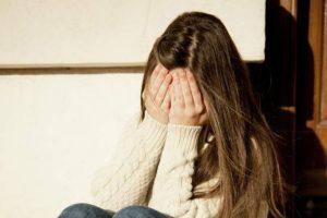 Catania, segrega in casa la compagna che lo vuole lasciare: i vicini danno l'allarme