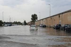 Il maltempo colpisce l'area metropolitana di Catania: scantinati allagati e persone bloccate in auto. Oltre 50 interventi dei Vigili del Fuoco
