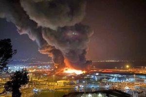 Ancona, vasto incendio nella zona del porto: scuole chiuse e timori per sostanze tossiche