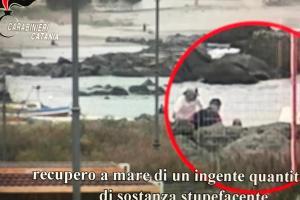 Mafia, 21 arresti nel blitz contro il clan di Riposto: Carabinieri in azione a Milano e Lecce (VIDEO)