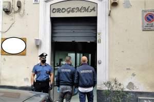 Catania, in gioielleria immobilizzano proprietario e dipendente e rubano preziosi: Carabinieri inseguono e arrestano uno dei due rapinatori