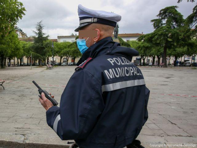 Biancavilla, controlli anti-Covid più stringenti della Polizia locale: caccia ai 'senza mascherina'