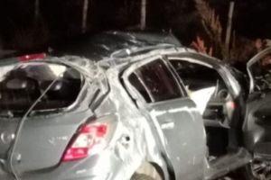 Maletto, tragedia sulla strada: muoiono due ventenni di Bronte. Auto investe una mucca e sbatte contro carro attrezzi