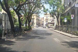 Adrano, 35enne ferito a sassate e con calci e pugni in Piazza S. Agostino: denunciati due giovani