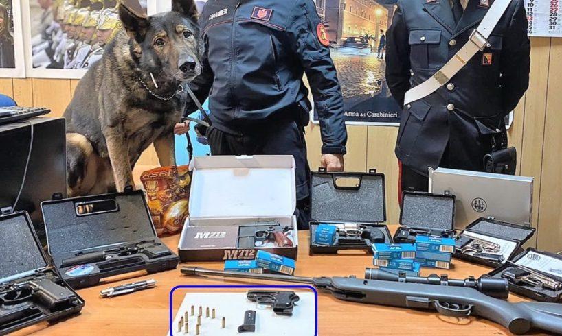 Catania, arrestato 64enne specialista nel modificare le armi: in casa aveva un arsenale di riproduzioni