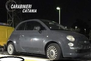 Catania, provano a mettere la targa 'pulita' sull'auto rubata: due donne finiscono ai domiciliari