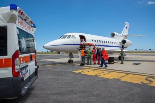 Nel primo pomeriggio di ieri si è concluso il trasporto sanitario d'urgenza effettuato da un Falcon 900 del 31° Stormo dell'Aeronautica Militare che ha trasferito una donna di 30 anni in gravidanza da Catania a Genova.