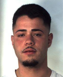 Catania, droga 'in viaggio' dalla casa dello spacciatore all'ingresso del 'Vittorio Emanuele': 3 arresti in flagranza
