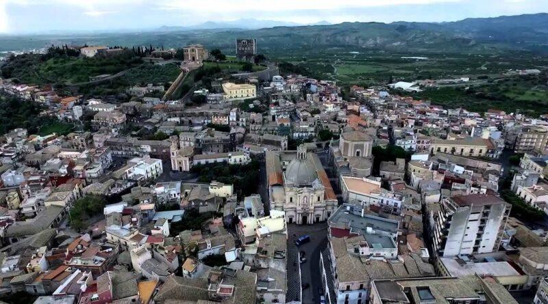 Paternò, positivi in aumento (313): sindaco impone divieto di stazionamento nei luoghi pubblici