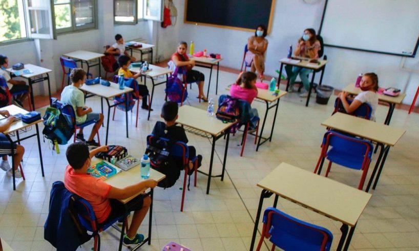Covid, domani la Sicilia arancione torna a scuola in presenza (fino alle medie): i sindacati segnalano rischi