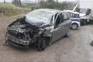 Paternò, a Ponte Barca auto inseguita da Polizia si scontra con autocarro: un ferito in ospedale