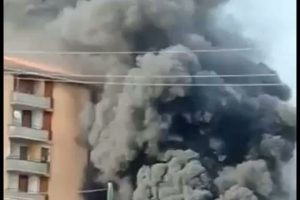Adrano, rifiuti bruciati nell'area delle case popolari di Capici: incendio spento nella notte