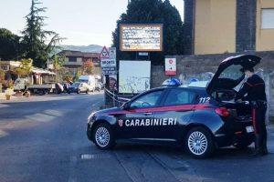 Bronte, tenta la fuga in auto e lancia involucro con cocaina: arrestato 44enne