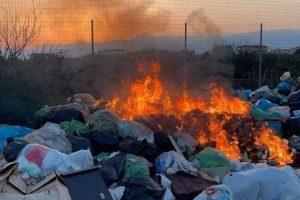 """Belpasso, Caserta (M5S) dopo incendio di sterpaglie e rifiuti in c.da Vignale: """"Amministrazione intervenga"""""""