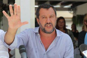 """Salvini torna al 'Papeete': """"Conte odia Draghi, fa il sabotatore e Letta gli fa da palo"""""""