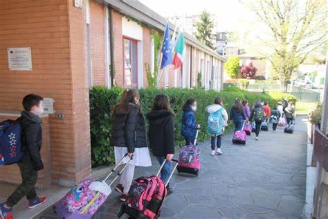 Scuola, primo giorno per 4 milioni di alunni: senza Green Pass si rischia multa fino a mille euro