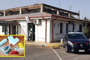 Scordia, nascondeva la droga dietro una pianta spinosa: 63enne arrestato in flagranza
