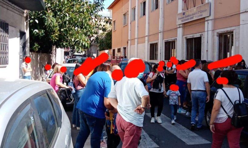 """Paternò, caos e traffico davanti alla scuola """"Giovanni XXIII"""": la denuncia di un componente dell'associazione 'San Biagio'"""