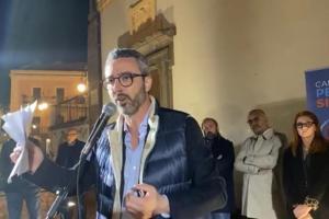Adrano, Pellegriti prosegue la campagna elettorale dopo le minacce via chat: in tv le scuse dei due autori