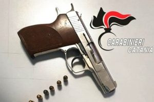 Caltagirone, nell'ovile di c.da Santa Margherita custodiva una pistola modificata: ai domiciliari pastore 56enne