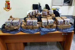 Adrano, sequestrati 55 kg di hashish nascosti in un Tir: 53enne arrestato