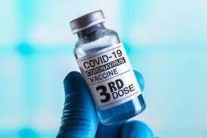 Vaccini, via libera alla terza dose per fragili e over 60: dopo sei mesi dal ciclo primario