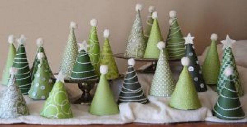 albero di natale con piccoli coni in cartoncino