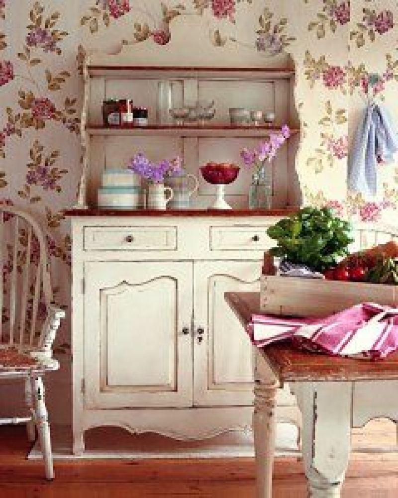 Tra mobili vintage, divanetti a righe e pareti ricoperte da carta da parati toile de. Rustico Country Provenzale E Shabby Chic Quali Sono Le Differenze Corso Arredo